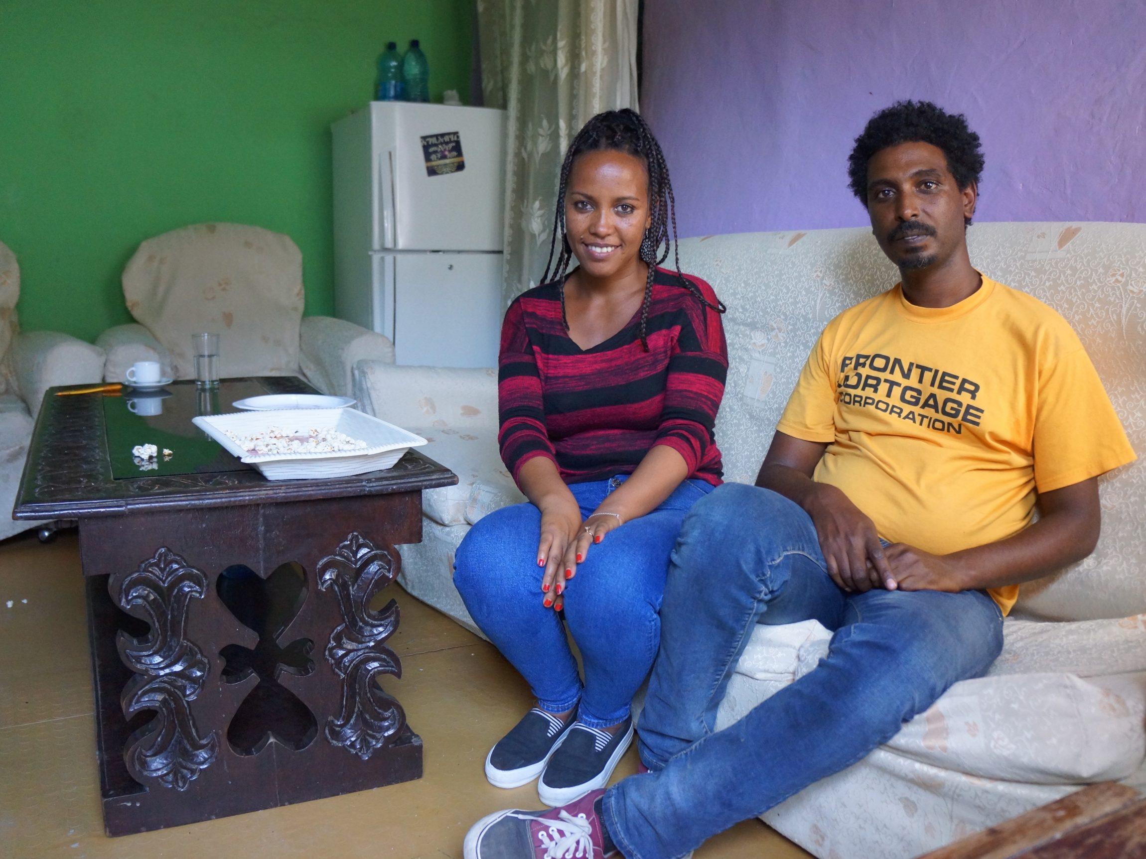 Eden, een jonge Eritrese vrouw van 28 jaar, woont met haar man Mikias (32) en haar zoon Neftalem (10) als vluchteling in Ethiopische hoofdstad Addis Abeba.In deze miljoenenstad zoeken duizenden jonge Eritrese vluchtelingen hun toevlucht. De Ethiopische overheid staat hen toe de vluchtelingenkampen achter zich te laten, mits ze een sponsor hebben die in hun […]