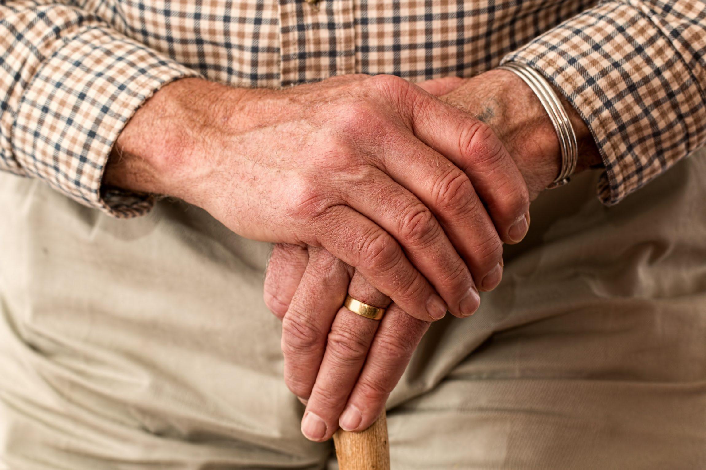 Oud worden we, met voldoende geluk, allemaal. We moeten het dus nog lang met elkaar doen. Ook met onszelf en onze omgeving. Rond ouder worden is een revolutie gaande. Een viervoudige. (1) Het aantal ouderen wordt in rap tempo groter. Rond 2040 zal een op de vier inwoners van Nederland ouder zijn dan 65. (2) […]
