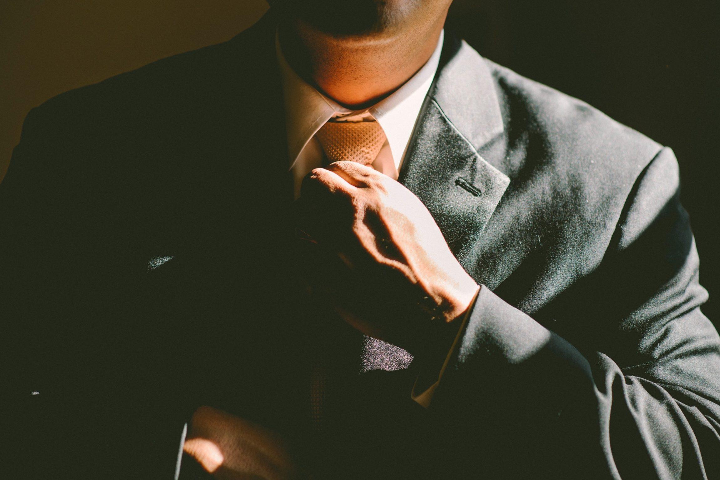 Lage kwaliteit en hoge kosten. Inflexibiliteit en traagheid. Een cultuur waarin de medewerkers 'omhoog kijken', naar hun leidinggevende, zelf nauwelijks verantwoordelijkheid nemen en steeds de schuld buiten zichzelf leggen. Herken je deze pijn van een organisatie of onderneming? Dan daag ik je uit om door te lezen. Want hoe los je deze pijn op? Welke […]